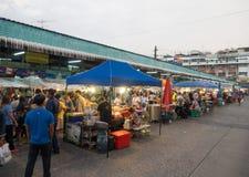 Alimento locale della via di notte al mercato del distretto di Minburi Fotografia Stock Libera da Diritti