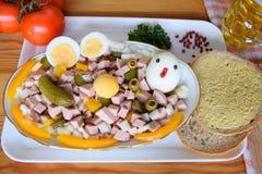 Alimento, Lyoner, salsicha, salsicha alemão Lyoner, salada de Lyoner, Fleischwurst alemão, salsicha alemão Lyonerring, anel da sa foto de stock