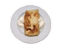 Alimento maravillosamente dispuesto en una placa fotografía de archivo