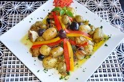 Alimento mediterraneo sulla zolla Fotografia Stock