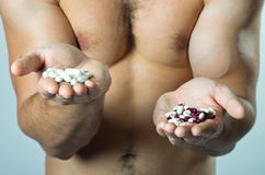 Alimento naturale o sintetico? Fotografie Stock Libere da Diritti