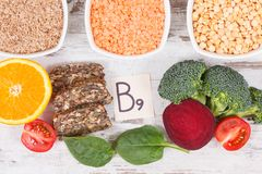Alimento nutriente sano come l'acido folico di fonte, i minerali, la vitamina B9 e fibra dietetica fotografie stock libere da diritti