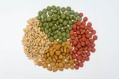 Alimento para cães em um fundo branco Fotos de Stock