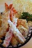 Alimento para o pensamento - Tempura do camarão foto de stock