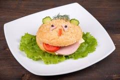 Alimento per i bambini - hamburger di divertimento Immagine Stock Libera da Diritti