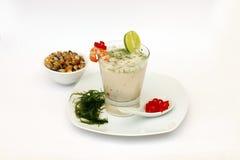 Alimento peruano: ceviche em um vidro: Cevichop imagens de stock royalty free