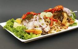 Alimento peruviano: riso combinato, pesce fritto e ceviche Immagini Stock