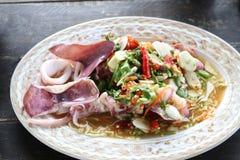 Alimento piccante, calamaro cotto a vapore con la salsa del peperoncino rosso, del limone, dell'aglio e di pesce Fotografia Stock Libera da Diritti