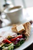 Alimento. Prima colazione vegetariana deliziosa in caffè Fotografie Stock Libere da Diritti