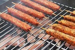 Alimento que cocina al aire libre. Imagenes de archivo