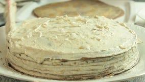 Alimento que denomina a receita do bolo do crepe vídeos de arquivo
