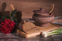Alimento rústico na tabela imagens de stock royalty free