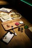 Alimento restante e a conta Fotos de Stock Royalty Free