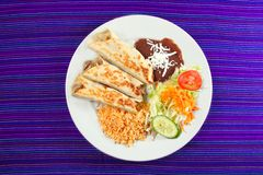 Alimento rolado mexicano dos Burritos Imagens de Stock