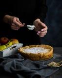 Alimento sabroso Empanada de manzana de cocinar fotos de archivo libres de regalías