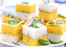 Alimento-sanduíche indiano Dhokla fotografia de stock royalty free