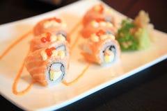 Alimento sano del rotolo di Salmon Sushi Fotografie Stock Libere da Diritti