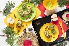 Alimento sano Fondo del día de fiesta de la decoración de la visión superior Endecha plana Desayune con las galletas, kiwi, almen Foto de archivo
