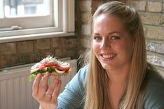 Alimento sano - mujer y ensalada Imagen de archivo