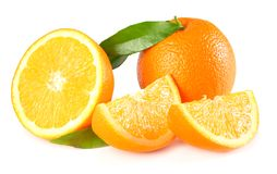 Alimento sano Naranja con la hoja verde aislada en el fondo blanco Imagen de archivo
