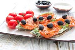Alimento sano naturale di spiedi delle olive italiane dei pomodori Immagini Stock Libere da Diritti