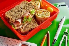Alimento sano nell'aula durante l'intervallo di pranzo immagini stock libere da diritti