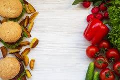 Alimento sano o malsano Copie el espacio imagenes de archivo