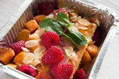 Alimento sano in scatola della stagnola, concetto di dieta Dessert della torta di formaggio Fotografie Stock