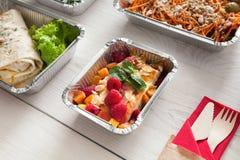 Alimento sano in scatola della stagnola, concetto di dieta Dessert della torta di formaggio Fotografia Stock Libera da Diritti
