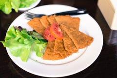 Alimento sano su un piatto bianco Fotografie Stock Libere da Diritti