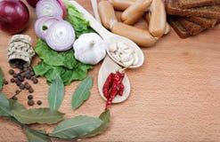 Alimento sano. Verduras frescas en una tarjeta de madera. Foto de archivo libre de regalías