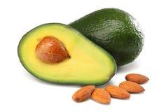 Alimento saudável abacate cortado com as amêndoas isoladas no fundo branco Foto de Stock Royalty Free
