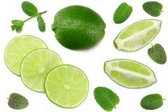 Alimento saudável cal com as folhas de hortelã isoladas na opinião superior do fundo branco Imagem de Stock Royalty Free