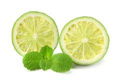 Alimento saudável Cal com as folhas de hortelã isoladas no fundo branco Imagens de Stock