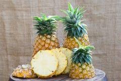 Alimento saudável do abacaxi do fruto fresco imagens de stock royalty free