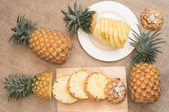 Alimento saudável do abacaxi do fruto fresco imagens de stock
