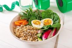 Alimento saudável do conceito e estilo de vida dos esportes Almoço do vegetariano Nutrição apropriada do café da manhã saudável imagem de stock