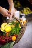 Alimento saudável enchido cesta Imagens de Stock Royalty Free