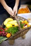 Alimento saudável enchido cesta Fotos de Stock