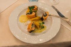 Alimento saudável Peixes em uma placa Imagens de Stock Royalty Free