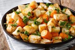 Alimento saudável: raiz de aipo e close-up cozidos das cenouras em uma tabela Foto de Stock Royalty Free