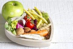 Alimento saudável no conceito do sumário da dieta do coração Imagens de Stock Royalty Free