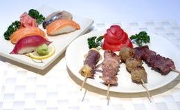 Alimento, Skewers, e SU japoneses imagem de stock royalty free