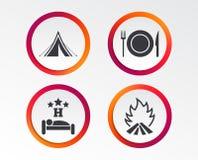 Alimento, sonno, tenda di campeggio e segni del fuoco Immagine Stock