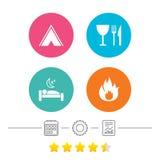 Alimento, sonno, tenda di campeggio e segni del fuoco Fotografie Stock