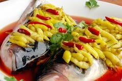 Alimento squisito della Cina--testa dei pesci del peperoncino rosso Fotografie Stock