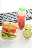 Alimento sul lavoro Fotografie Stock