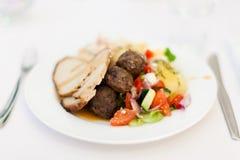 Alimento sul piatto bianco Fotografie Stock