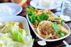 Alimento tailandês da salada da aletria na luz suave Foto de Stock