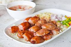 Alimento tailandês, estilo da grade da salsicha na placa Imagens de Stock